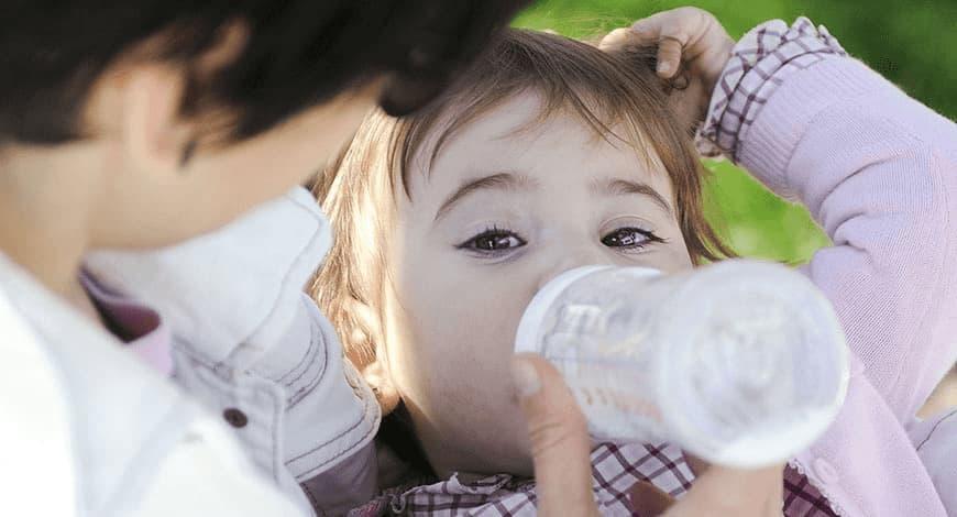 ¿Por qué los humanos tomamos leche después de la lactancia?